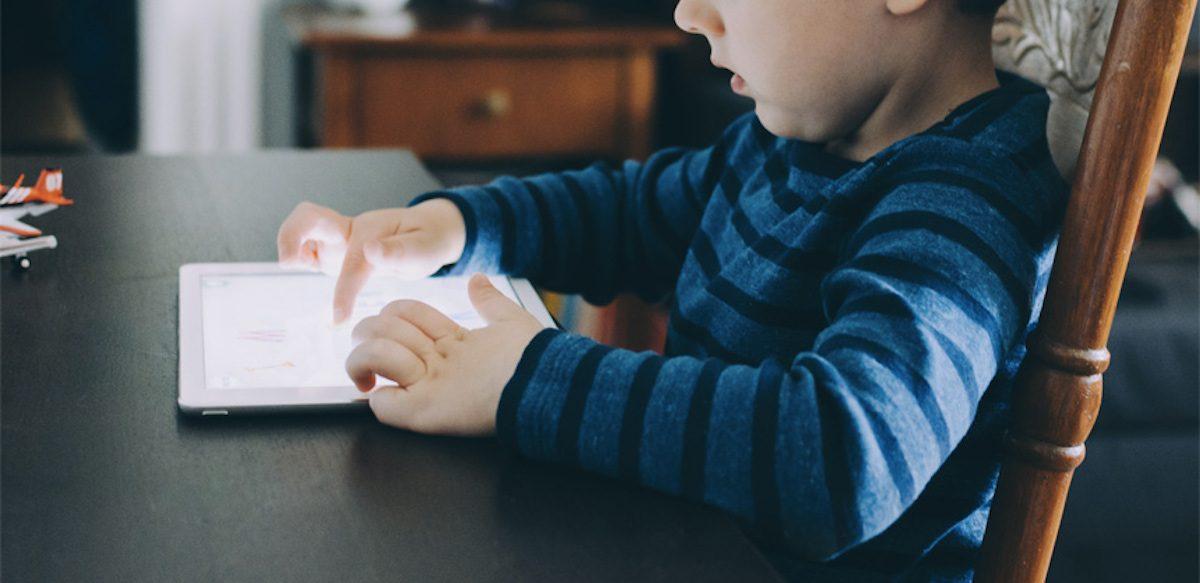 Copiii, Somnul şi Ecranele: Cum, De Ce şi Ce E De Făcut