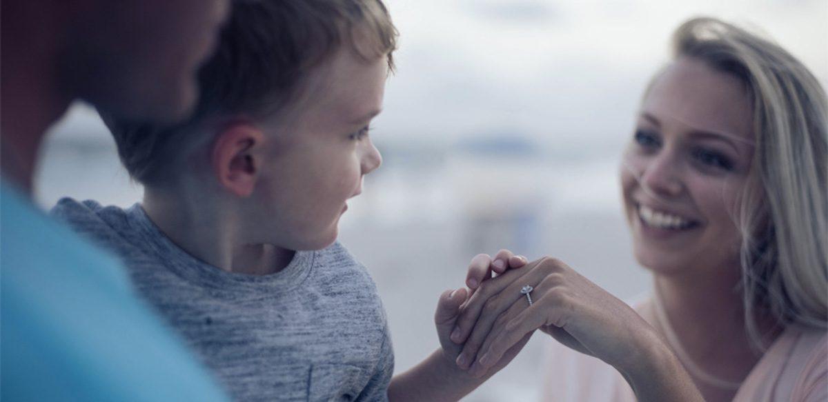 Cum îi Facem Pe Copiii Noștri Să Se Simtă Iubiți? Comportamente De Iubire