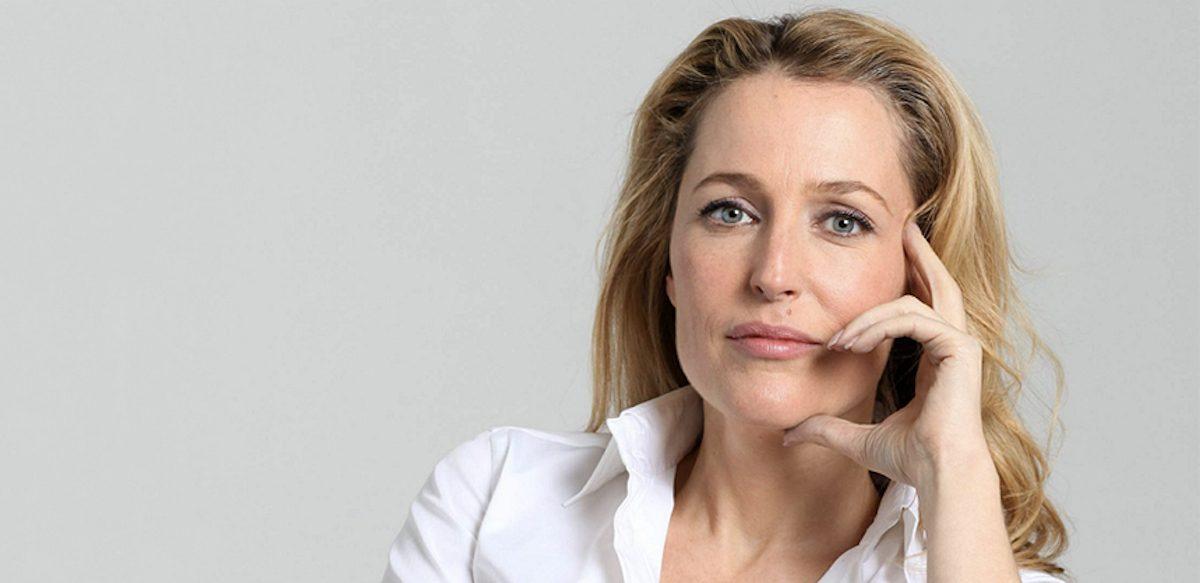 Oare Vei Vrea Să înjuri şi Tu Alături De Gillian Anderson, Pentru A Sprijini Sănătatea Mintală în Rândul Tinerilor?