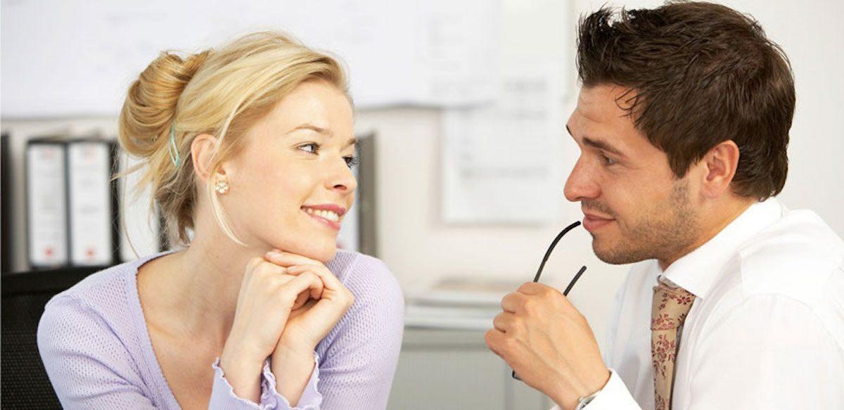 Tipuri De Flirturi La Birou. De La Colegii Care Păstrează O Distanță Politicoasă La Cei Care Manipulează și Obțin Favoruri