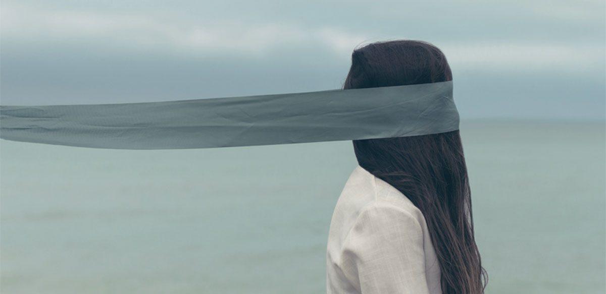 Gaslighting: Distorsionarea Realității și Manipularea Psihologică