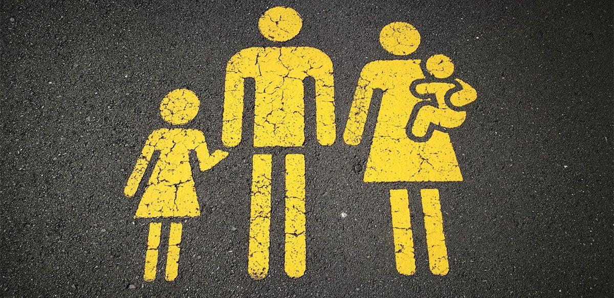 Copilăria Noastră Se Oglindește în Felul în Care Ne Creștem Copiii