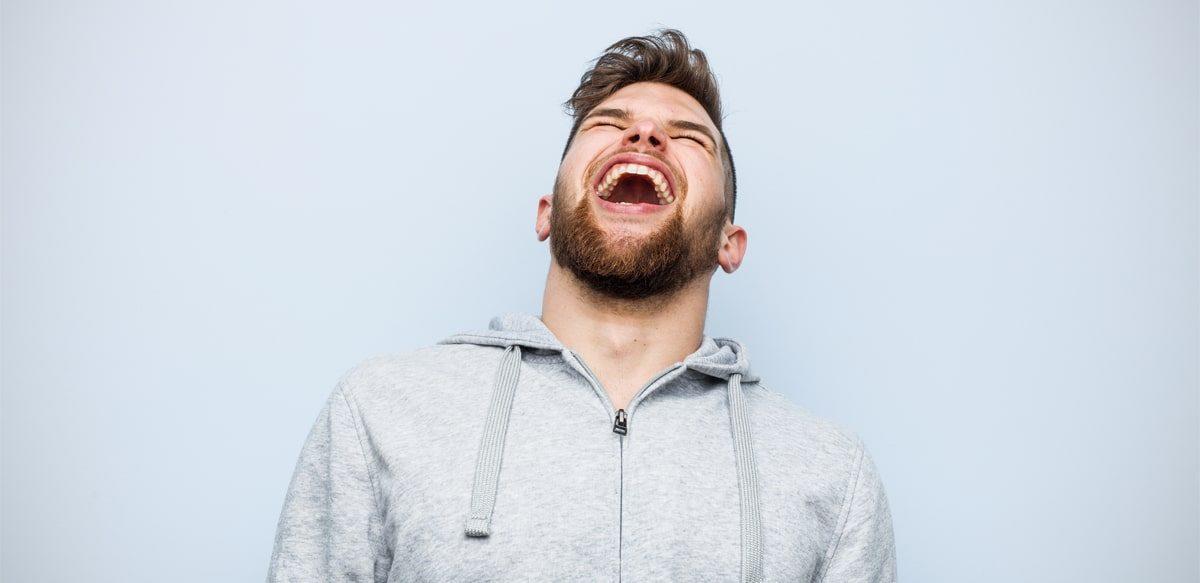 Râsul Este O Formă Invizibilă De Conectare între Oameni